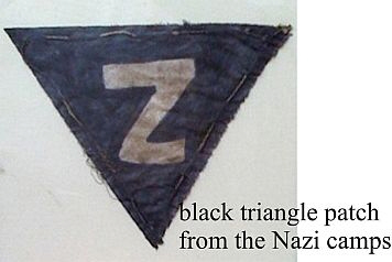 Alle romaer i dødslejrene skulle bære en sort trekant med et Z på